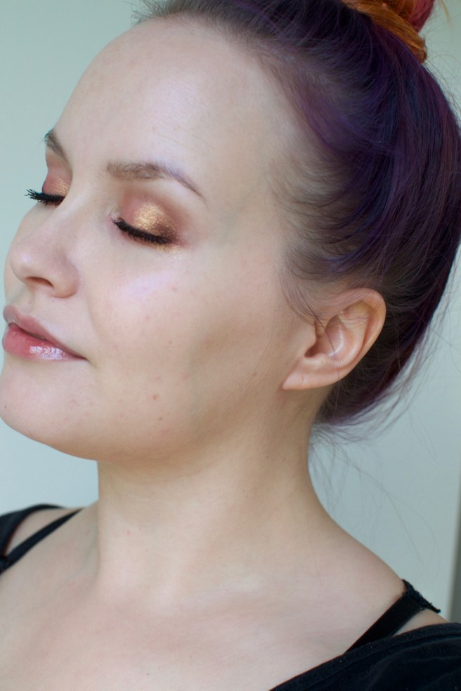 mac_hyper_real_violet_glow