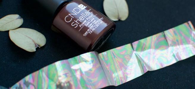 Oil Slick Nail Foil -kynsifolio ja CND Shellac Dark Lava