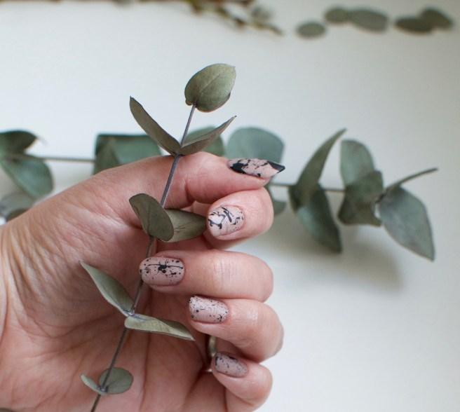nude_nails_splatter_viilankantolupa