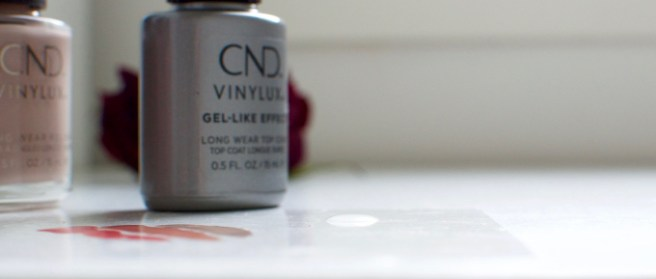 cnd_vinylux_gel_like_top_coat_lakka