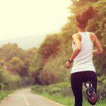 Corredora em treino de corrida.