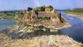 चीन सी दीवार तो कहीं मीनार सी तोप, ये हैं इंडिया के 10 UNIQUE FORTS