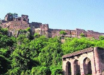 Jogi Mahal is another place of interest in Ranthambore. It was built as rest house for the members of Jaipur royals who came there for hunting.