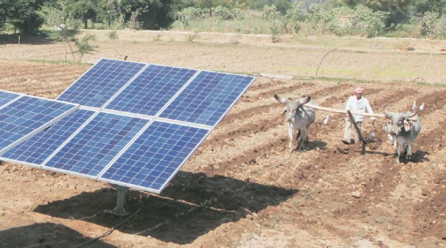 Farmers in Dhundi village of Kheda district, Gujarat, have formed a 'solar cooperative'.