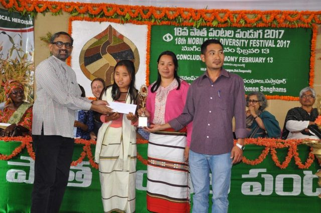 Movie crew of Millets-Securing Lives being presented first prize by Pawan Manvi.