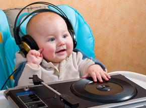 vika raskina child in headphones