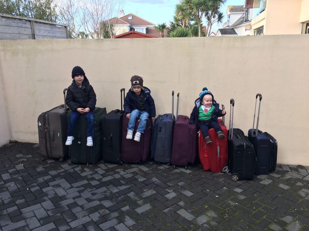 vika raskina - kids and suitcases