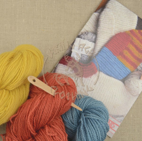 Kit for plant-dyed nalbound mittens from Eura - contents
