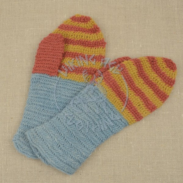 Plant-dyed nalbound mittens from Eura