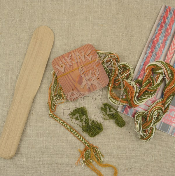 Kit for tablet weave from Kaupang - olive and orange