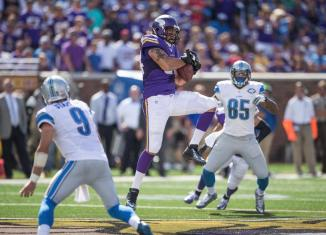 Vikings sign free agent defensive end Justin Trattou