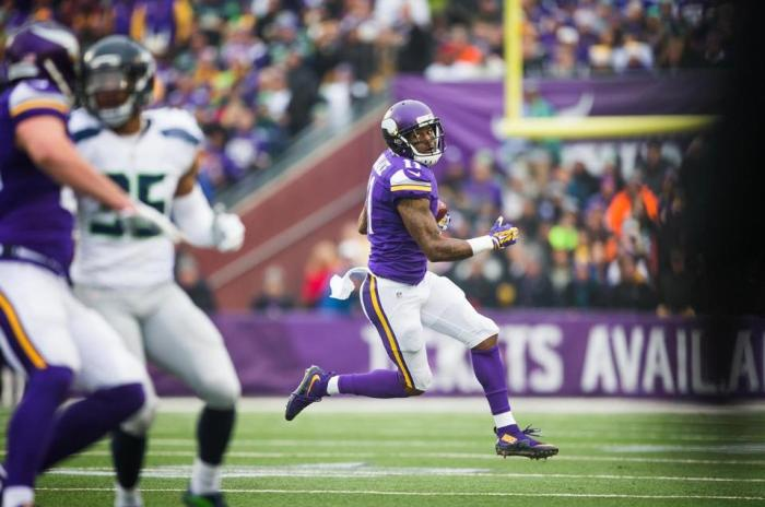 Minnesota Vikings release Mike Wallace