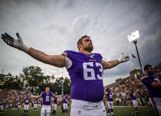Vikings Begin Offensive Line Overhaul