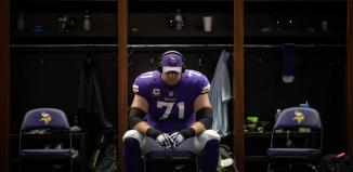 Riley Reiff turns heads