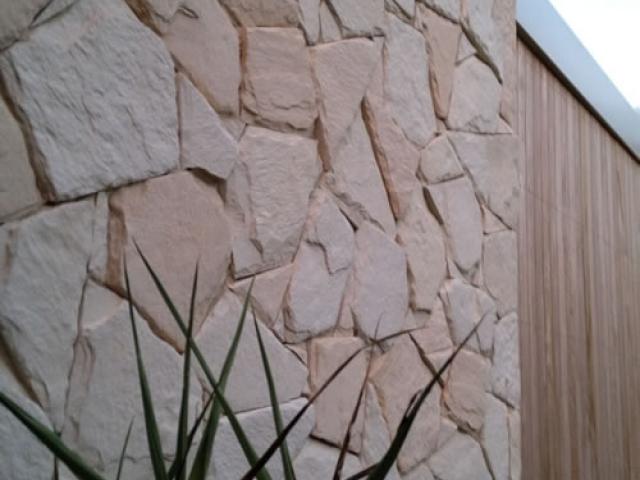 arctic-limestone-side-view-_5001-640x480_c