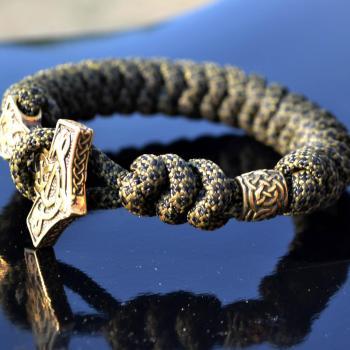Фото мужской браслет из паракорда с застежкой молот Тора