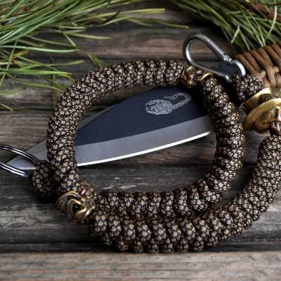 Фото ланьярда из паракорда с кольцом для ключей и карабином