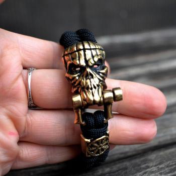 Фото паракордовый браслет с застежкой череп и бусиной шлем ужаса