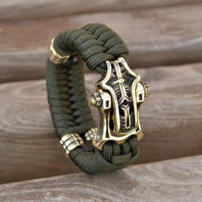 Фото браслет из паракорда с застежкой шаклом и бусинами