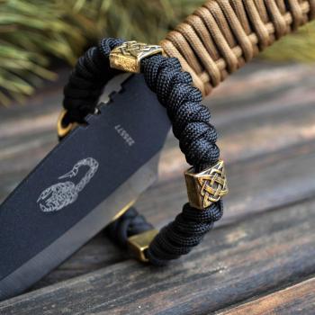 Фото плетеный браслет из паракорда с бусинами квадрат Сварога