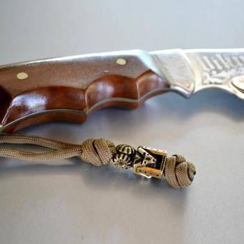 Фото плетеный темляк на нож