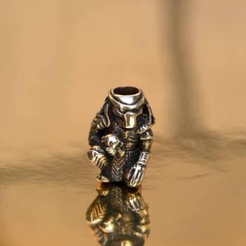 Фото бусина ручного литья хищник