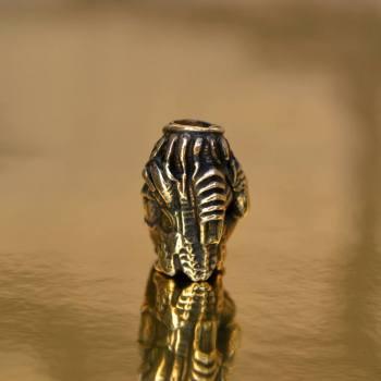 Фото бусина на темляк хищник