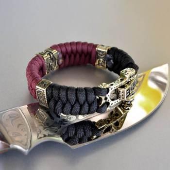 Фото браслет из паракорда с латунными бусинами