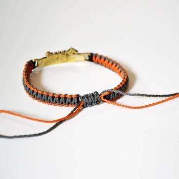 Фото серый с оранжевым браслет из паракорда Виуинги