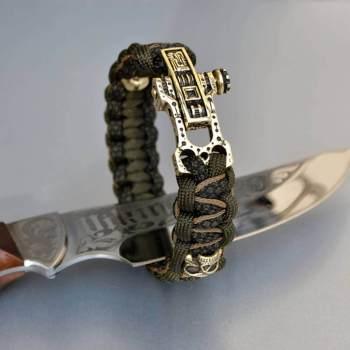 Фото паракордовый браслет цвета хаки с бусинами череп