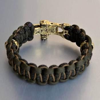 Фото плетеный паракордовый браслет с бусинами череп