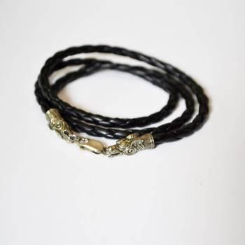 Фото плетеный кожаный браслет с драконом из нейзильбера