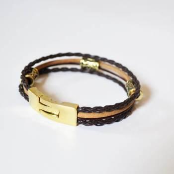 Фото кожаный браслет с рунами и застежкой из латуни