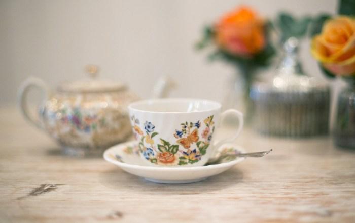 Mothers Day gift ideas / vintage cream tea