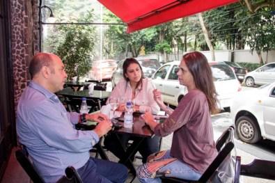 Aritana Maroni em um bate papo super bacana com Ilana Alves e Milton Del' Nero no Mercearia Pracinha.
