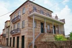 Casas de Joaquim Simões Ramos. Uma do fim da 1ª guerra e outra do fim da 2ª