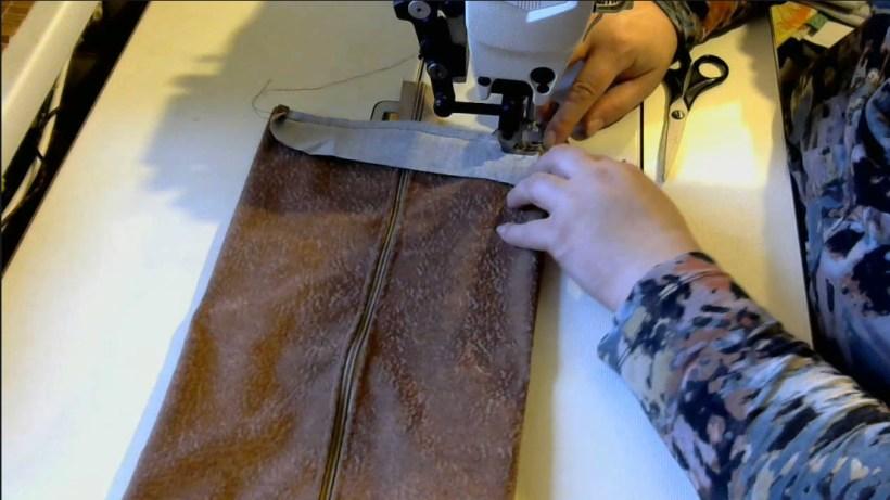 Обрабатываем края сумки для обуви