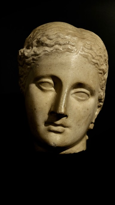 antiker Marmorkopf (Venus ?)