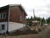 Talo laajennettiin 2005 ja moni asia pohjoispuolella taloa meni uusiksi, myös istutukset.