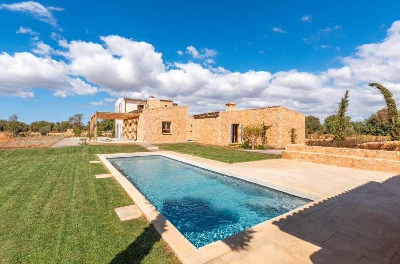 Finca in Santanyi Blick auf Garten und Pool