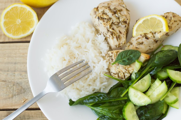 Baked chichen breasts with lemon, white rice and green spinach