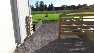 Lilla grinden också öppen så kommer man förbi med lite bredare saker.