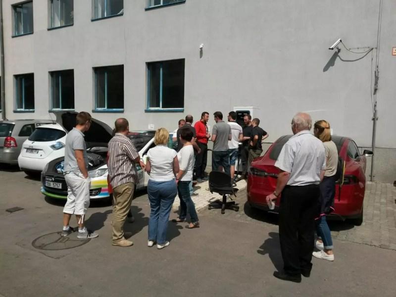 Még épp az első tesztek zajlottak (LEAF, i3, Zoe, Model S), amikor a cseh Tesla befutott