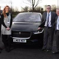 Elektromos Jaguart kapnak a brit egészségügyi dolgozók