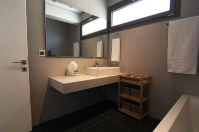Μπάνιο στον 2ο όροφο, βίλα Feel the Sea