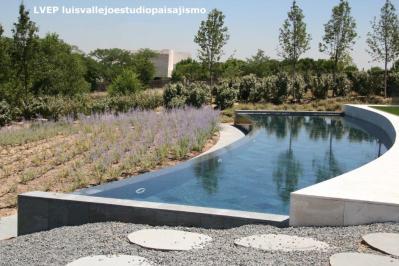 Piscina y jardín privado, Madrid