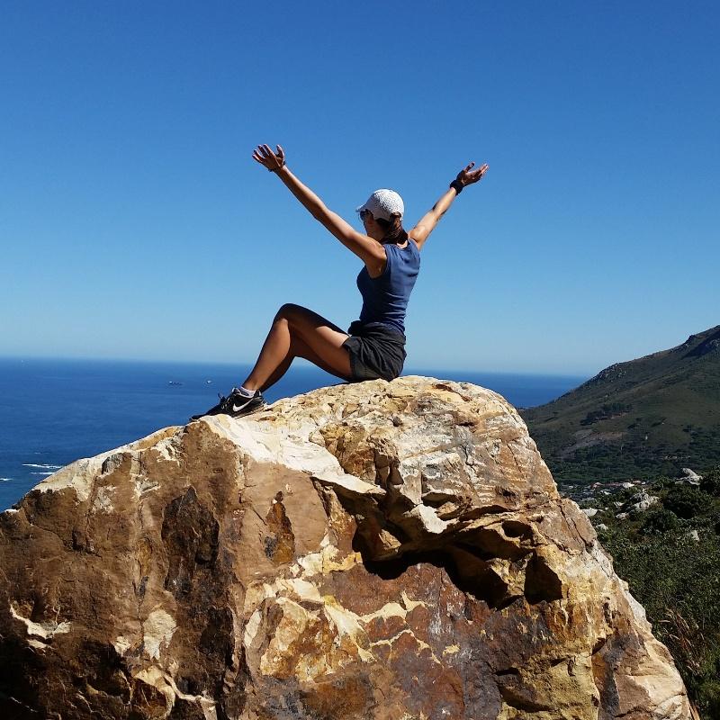 femme sommet montagne