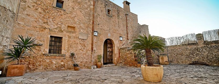 Renovated 17th century windmill to rent in Algaida