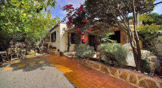 Country house for sale next to Llucmajor