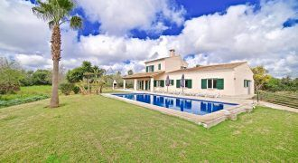 Country house for sale with swimming pool next to Calonge